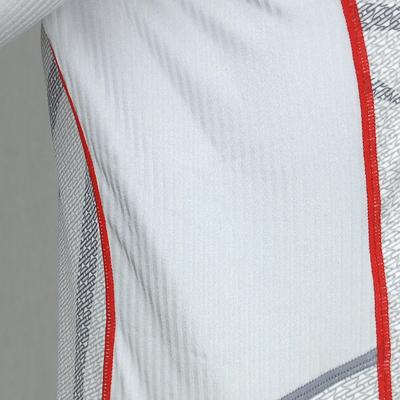 スピードスキーウエアに使用されるストライプ素材。表面の凸凹が空気の摩擦抵抗を軽減します