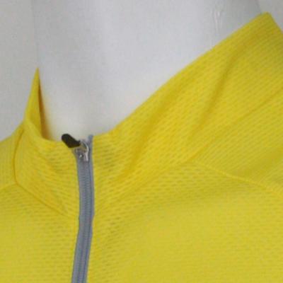 体温調節を考慮して脇、首にハイグレーター素材を採用。運動時の発汗に作用して発熱&冷却をすることで衣服内の温度調節を可能にし、ムレからくる冷えやベトつきを解消します。