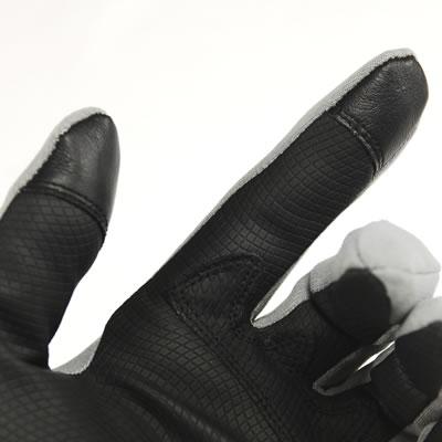 携帯などタッチパネル式機器に対応する特殊素材を配置。