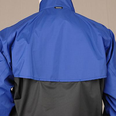 背中に大きく開かれたベンチレーションを配置。通気性を確保し衣服内のムレを軽減します。