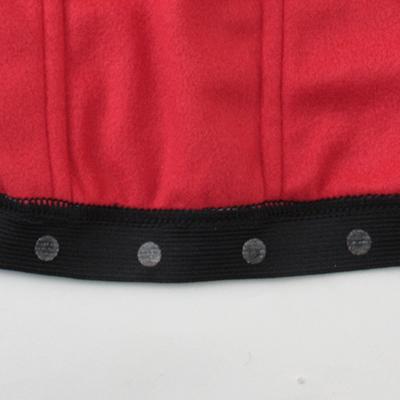 ライディング中での裾ずり上がりを抑える為に、裾口に配置したゴム裏側にシリコンプリント加工を施しています。