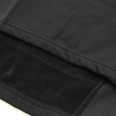 ウェア素材には肌触りかよく、保温性のある2WAY裏起毛ストレッチ素材を採用。